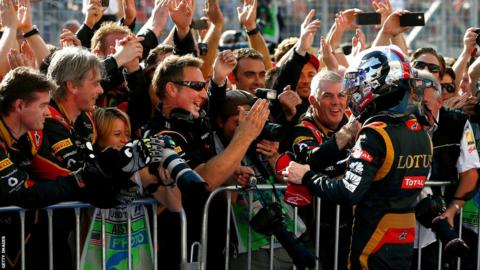 Romain Grosjean celebrates with his team in Austin