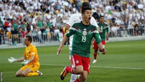 Oribe Peralta celebrates