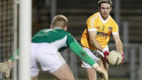 Offaly goalkeeper Alan Mulhall prepares for Tony Scullion's shot