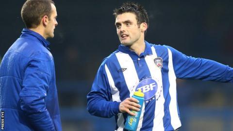 Coleraine manager Oran Kearney talks to Eoin Bradley
