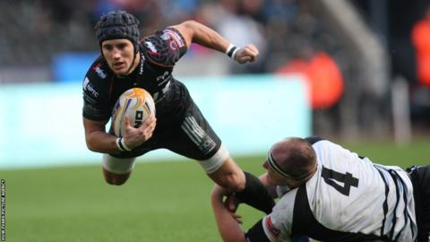 Fly-half Matthew Morgan