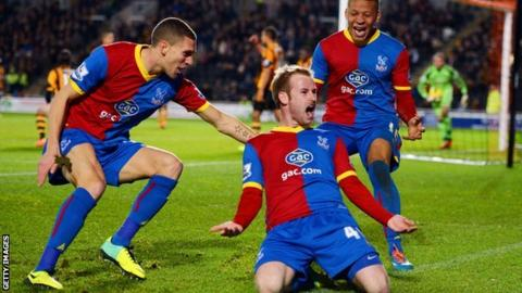 Crysttal Palace celebrate Barry Bannan's winner