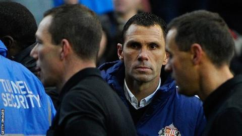 Sunderland manager Gus Poyet glares at referee Kevin Friend
