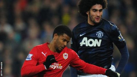 Fraizer Campbell tangles with Marouane Fellaini