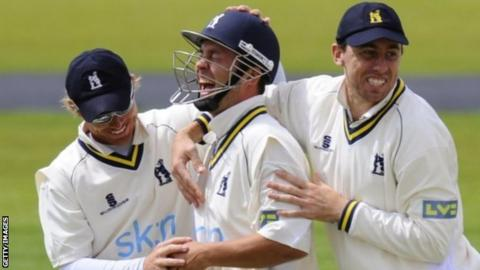 Jonathan Trott enjoys the acclaim of his Warwickshire team-mates