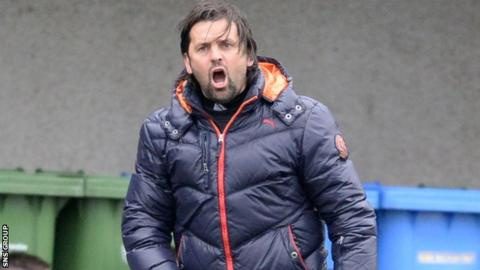 Alloa manager Paul Hartley
