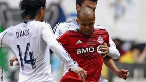 Rob Earnshaw in action for Toronto