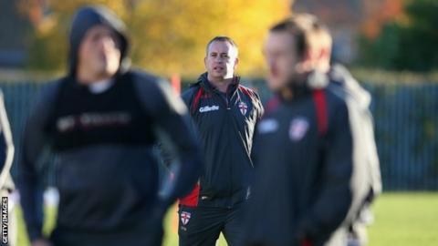 England coach Steve McNamara (centre)