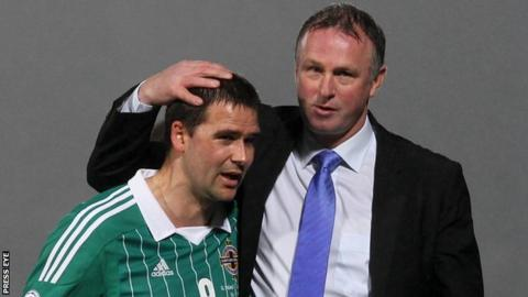 David Healy with Northern Ireland manager Michael O'Neill