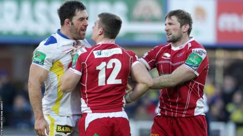 Scarlets centre Scott Williams squares up to Clermont lock Jamie Cudmore as John Barclay attempts to keep the peace