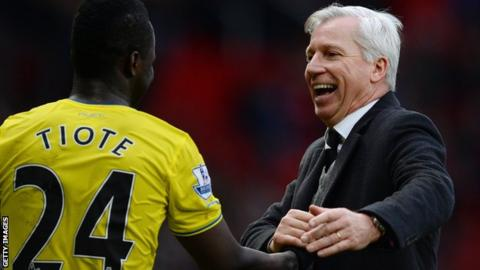 Newcastle United manager Alan Pardew (right) celebrates with Cheick Tiote after victory at Manchester United