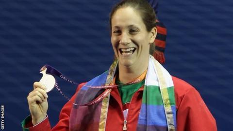 Michaela Breeze winning silver in Delhi