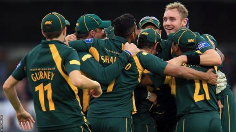 Stuart Broad mobbed by Nottinghamshire players