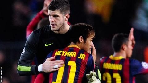 Fraser Forster congratulates Barcelona's Neymar