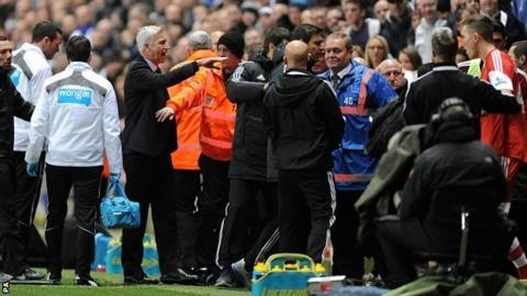 Newcastle United's manager Alan Pardew (left) reacts towards the dugout during the Premier League match against Southampton