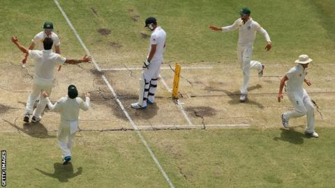 Australia celebrate regaining the Ashes as James Anderson is the last man out