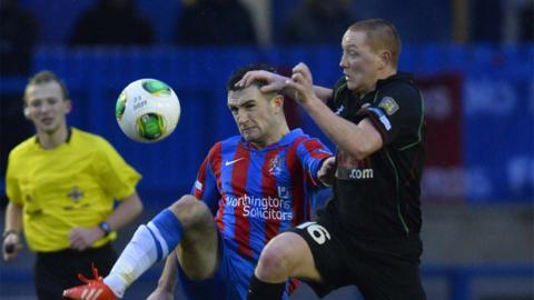 Scott Davidson and Stephen McAlorum show their determination as Ards draw 0-0 with Glentoran