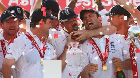 23 Aug 2009: Graeme Swann of England kisses the Ashes urn with Andrew Strauss and Jonathan Trott after victory on day four of the fifth Ashes Test between England and Australia at The Brit Oval on August 23, 2009 in London, England.
