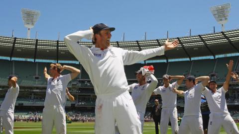 01 Jan 2011: Graeme Swann leads 'sprinkler' celebrations as England retain the Ashes.