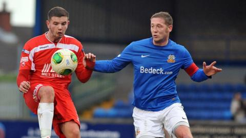 Darren Murray and Kris Lindsay keep their eyes on the ball during the mid-Ulster derby at Mourneview Park