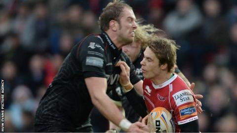 Alun wyn Jones clashes with Scarlets full-back Liam Williams on Boxing Day