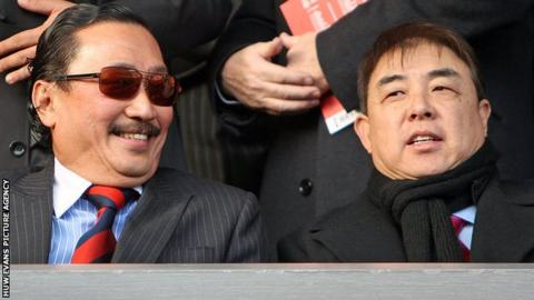 Vincent Tan with Cardiff City chief executive Simon Lim