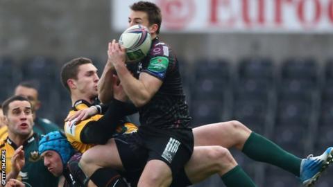 George North lands on Justin Tipuric's back