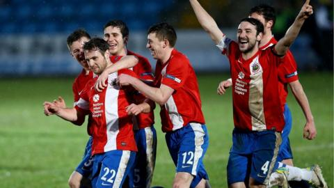 Linfield celebrate after Jamie Mulgrew's goal gave them a 2-1 Irish Premiership win over Ballymena United