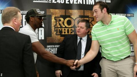 Dereck Chisora shakes hands with Tyson Fury
