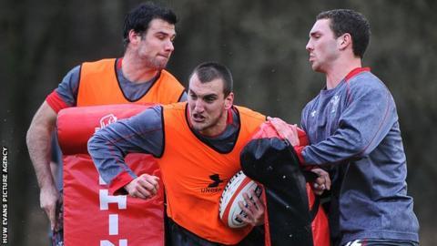 Sam Warburton (centre) during Wales training