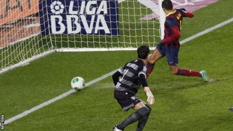 Alexis Sanchez scores