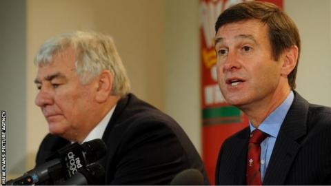 Stuart Gallacher and Roger Lewis at a media conference