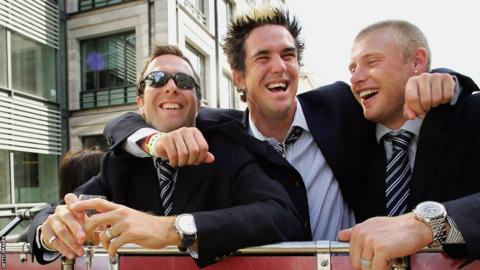 Kevin Pietersen (centre) with Michael Vaughan and Andrew Flintoff