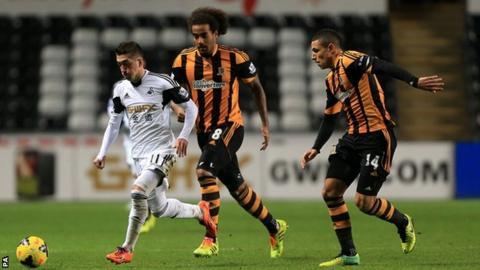 Tom Huddlestone & Jake Livermore chase Swansea's Pablo Hernandez