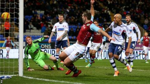 Sam Vokes scores for Burnley