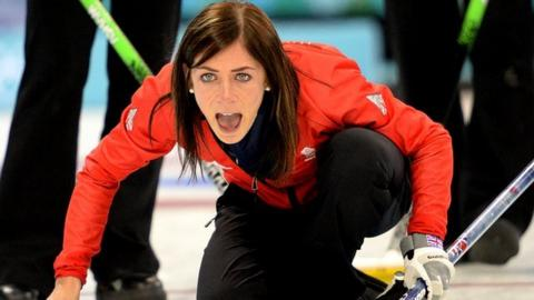 Eve Muirhead leads Great Britain to a 10-8 win over South Korea