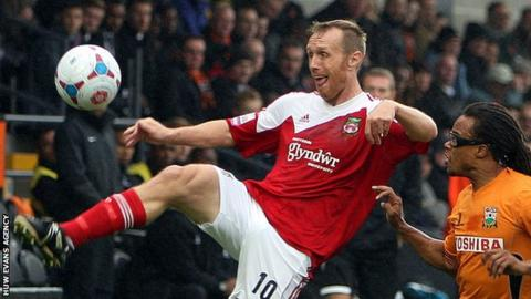 Brett Ormerod of Wrexham takes on Barnet's Edgar Davids