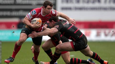 Adam Warren also scores for Scarlets in a 25-21 win