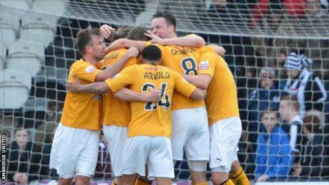 Cambridge United celebrate reaching Wembley