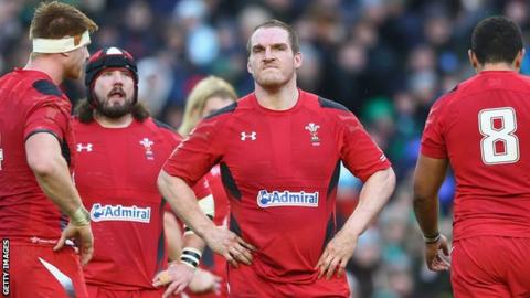 Gethin Jenkins (centre) amongst the Wales pack