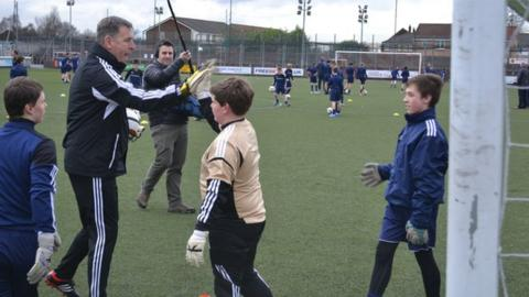 Pat Bonner with school pupils in Stirlingshire