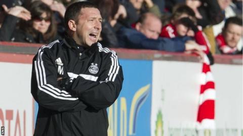 Derek McInnes urges his Aberdeen side on against St Johnstone