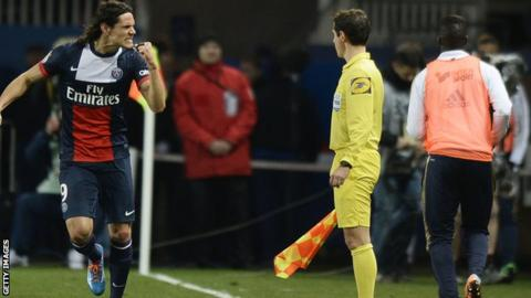 Edinson Cavani scores as PSG win