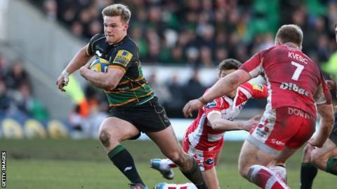 Tom Stephenson of Northampton breaks clear to score a try during the Aviva Premiership match between Northampton Saints and Gloucester at Franklin's Gardens