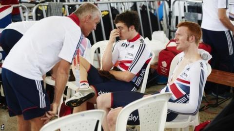 Shane Sutton talks to Ed Clancy after the men's pursuit team fail to qualify for the final