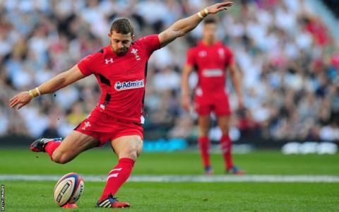 Leigh Halfpenny kicks five penalties as Wales trail 20-15 at the break