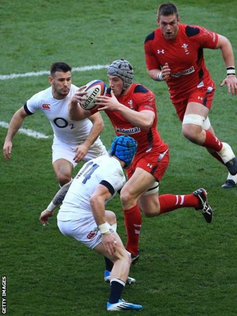 Jonathan Davies finds space at a premium as Wales go on the attack