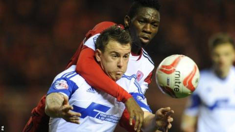 Middlesbrough's Kenneth Omeruo and Nottingham Forest's Simon Cox