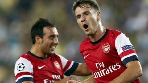 Aaron Ramsey (right) and Santi Cazorla