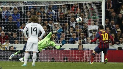 Lionel Messi scores the winner